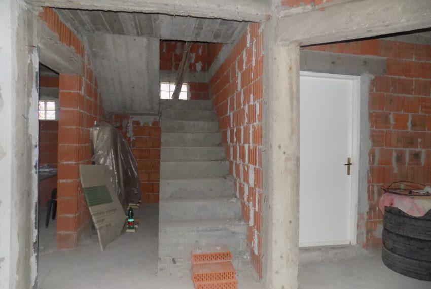 Casa in rosu iintrare Santandrei (1)