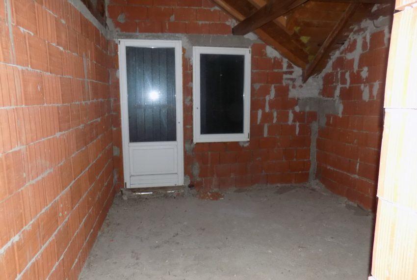 Casa in rosu iintrare Santandrei (2)