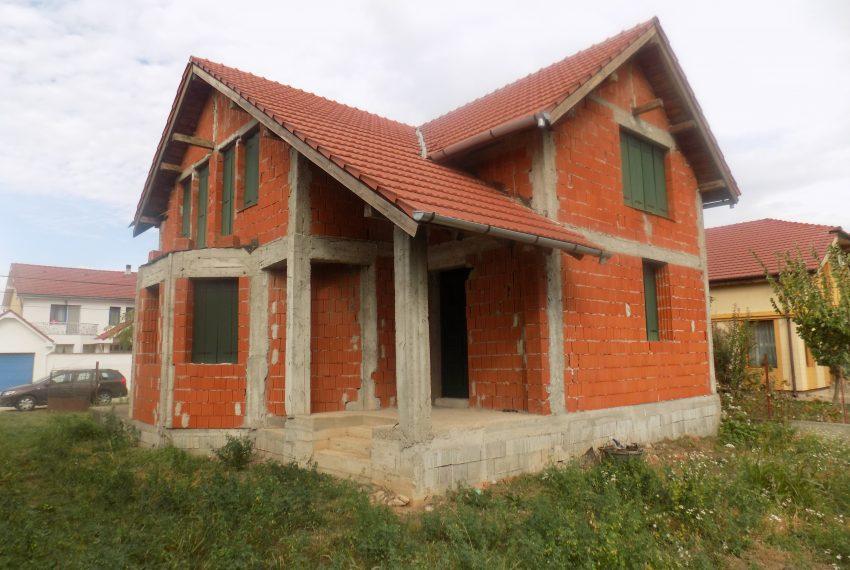 Casa in rosu iintrare Santandrei (5)